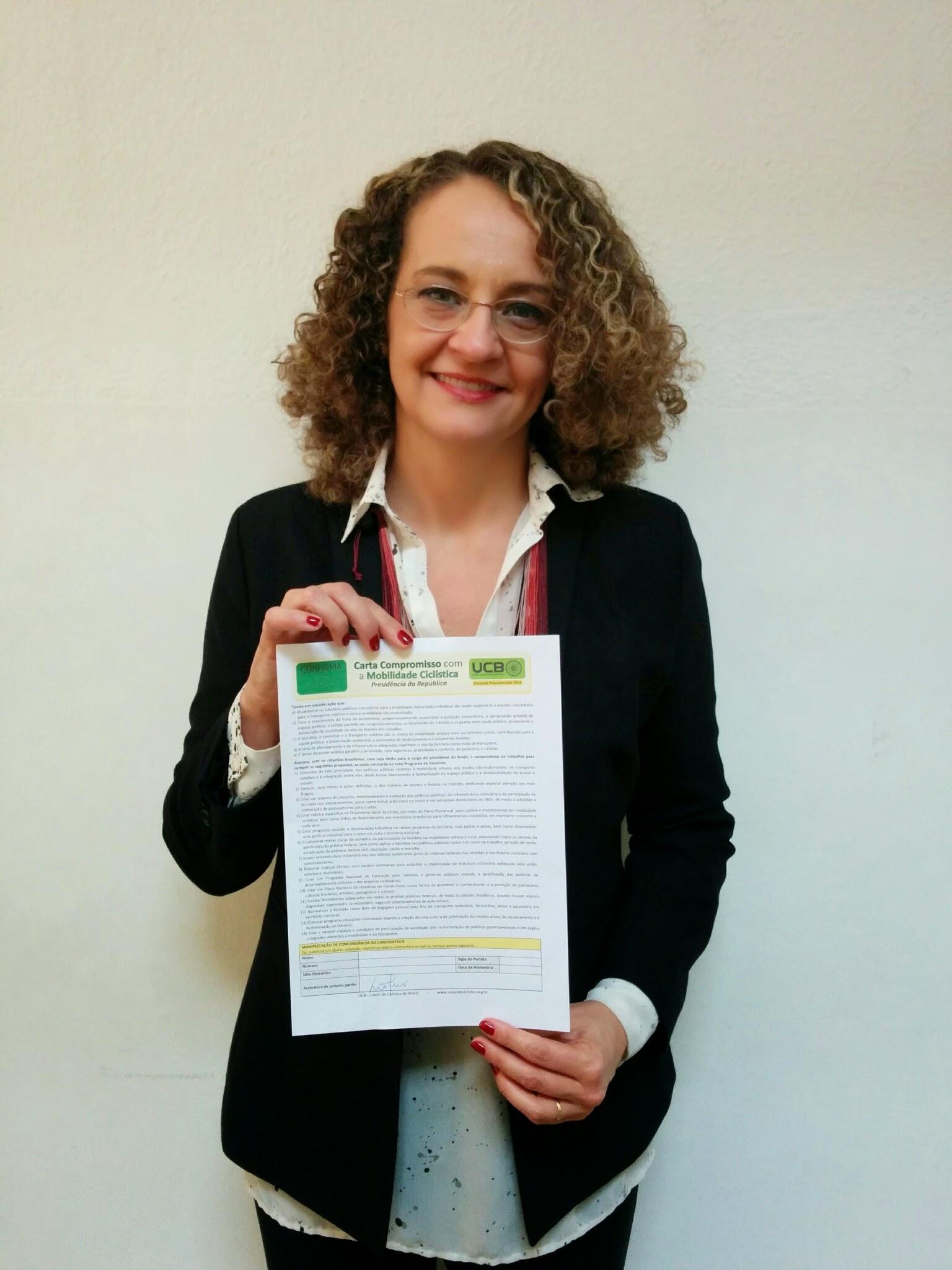 2014-09-28 - Luciana Genro Assina Carta